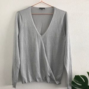 Vince Camuto long sleeve v-neck blouse
